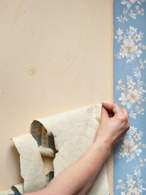 Wallpaper removal by G & M Painting, LLC.
